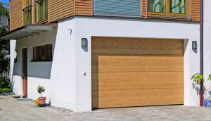Segmentiniai pakeliami garažo vartai