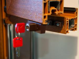 BSL (Baby safety lock) užraktas plastikiniams langams